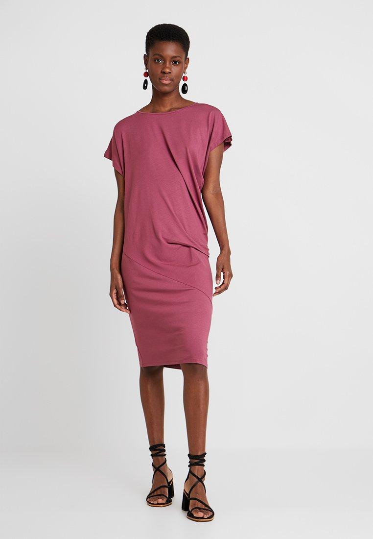Masai - OCEAN DRESS - Jersey dress - boysenberry
