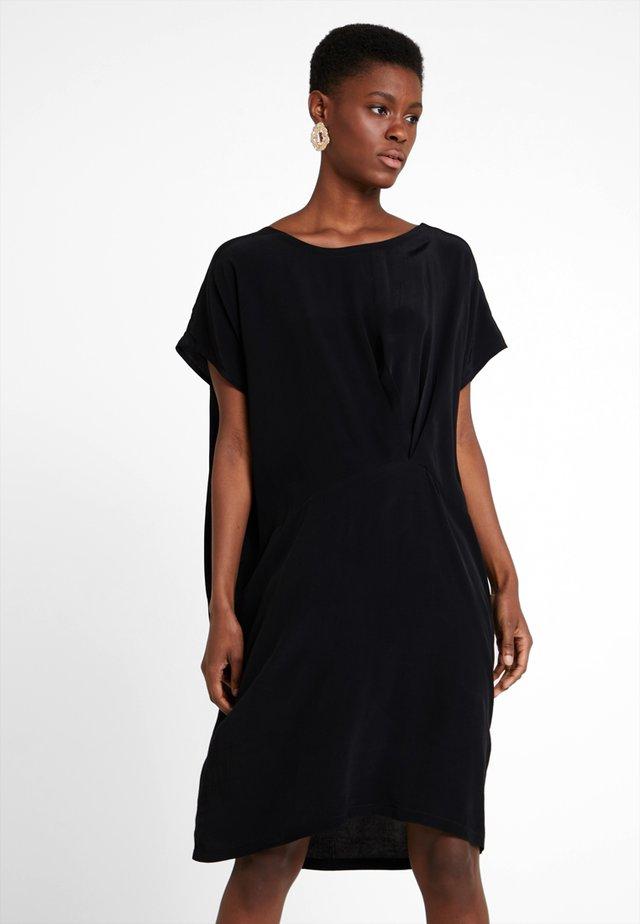 OMIA DRESS - Freizeitkleid - black