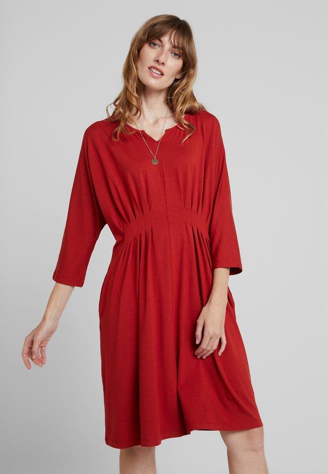 NESSIE DRESS - Jersey dress - red ochre