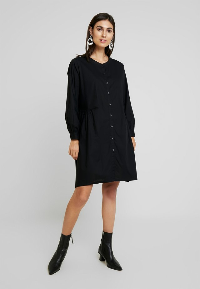 NELLY - Robe chemise - black