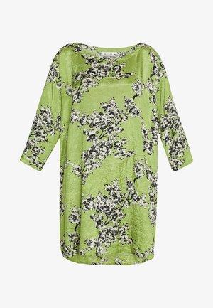 GARNETTA - Denní šaty - peridot