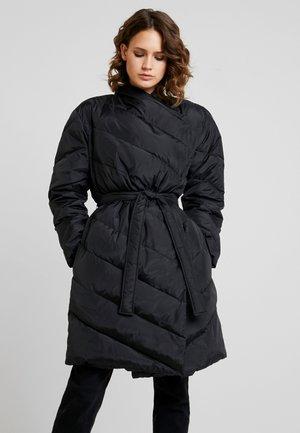 TRICIA COAT - Kabát zprachového peří - black