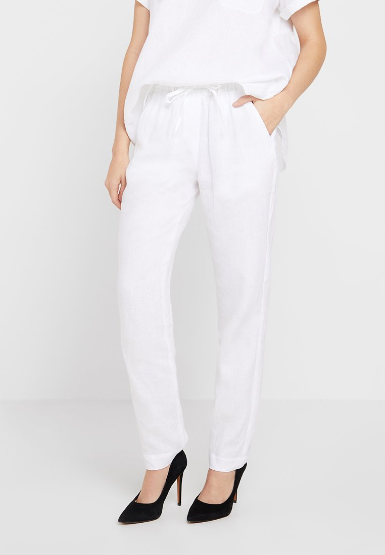 Marc O'Polo PURE - PANTS EASY JOGGER STYLE - Stoffhose - white