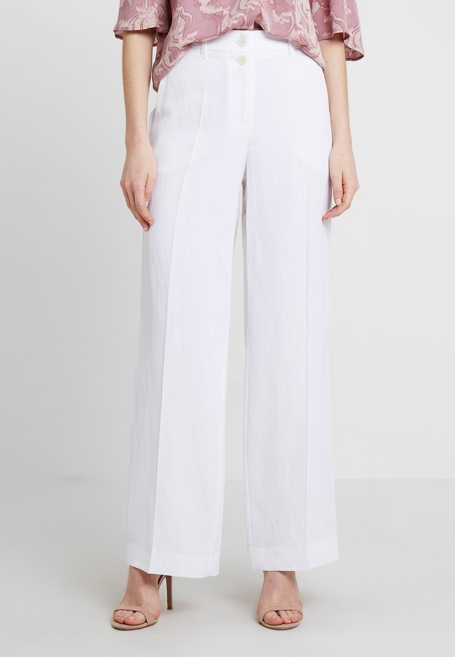 PANTS WIDE LEG DOUBLE BUTTON FRENCH POCKETS - Broek - white