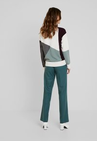Marc O'Polo PURE - PANTS TIMELESS LOOK SOLID - Broek - foggy pine - 2