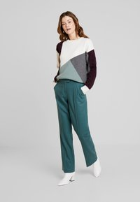 Marc O'Polo PURE - PANTS TIMELESS LOOK SOLID - Broek - foggy pine - 1
