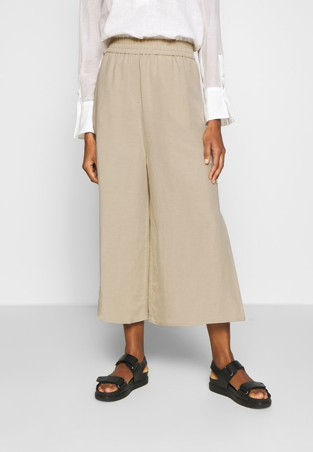 CULOTTES WIDE LEGRELATED ELASTIC WAISTBAND - Pantalones - warm sand