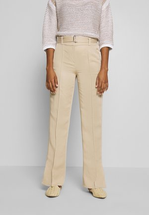 PANTS STRAIGHT FIT WITH SLIT D-RING BELT - Broek - warm sand