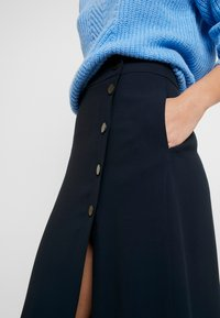 Marc O'Polo PURE - SKIRT LONG BUTTONS SIDE SLIT - Jupe portefeuille - pure navy - 4