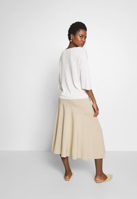 Marc O'Polo PURE - JERSEY CREPE SKIRT, WIDE A-SHAPE, MIDI LENGTH, INSERT CUTLINES,  - A-snit nederdel/ A-formede nederdele - warm sand - 2