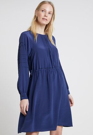 DRESS, FLUENT STYLE - Korte jurk - tinted ink