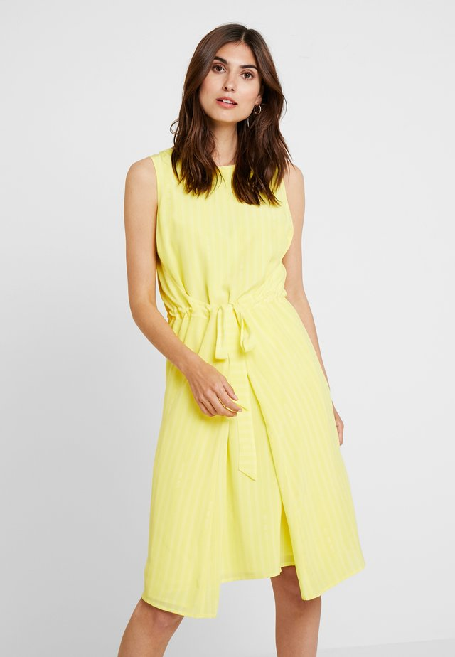 SLEEVELESS BELT INDIVIDUAL DRESS - Korte jurk - combo