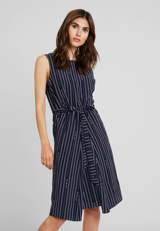 SLEEVELESS BELT INDIVIDUAL DRESS - Hverdagskjoler - combo