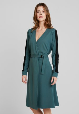 DRESS WRAPPED FRONT BELT - Jerseyklänning - foggy pine
