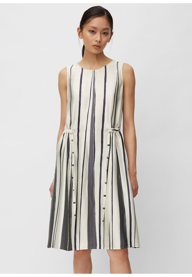 DRESS MIDI STYLE PRINTED - Day dress - white
