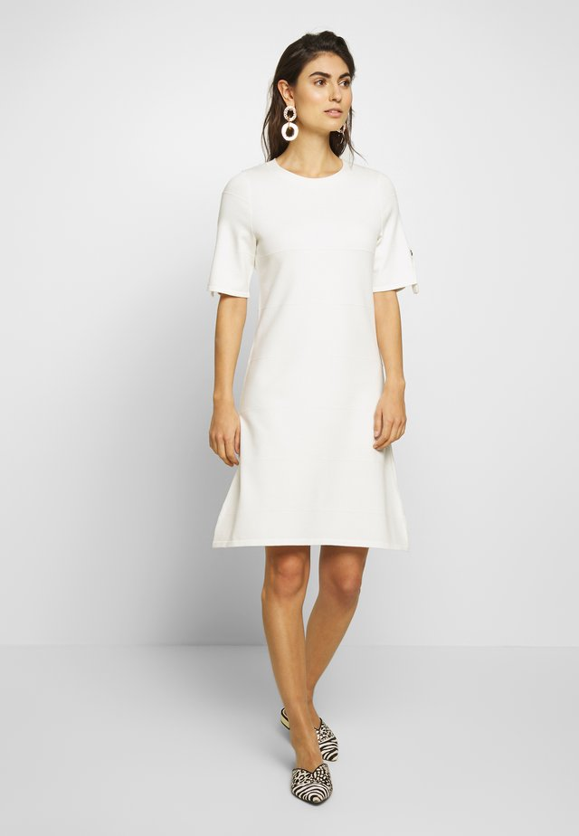 DRESS - Sukienka dzianinowa - natural white