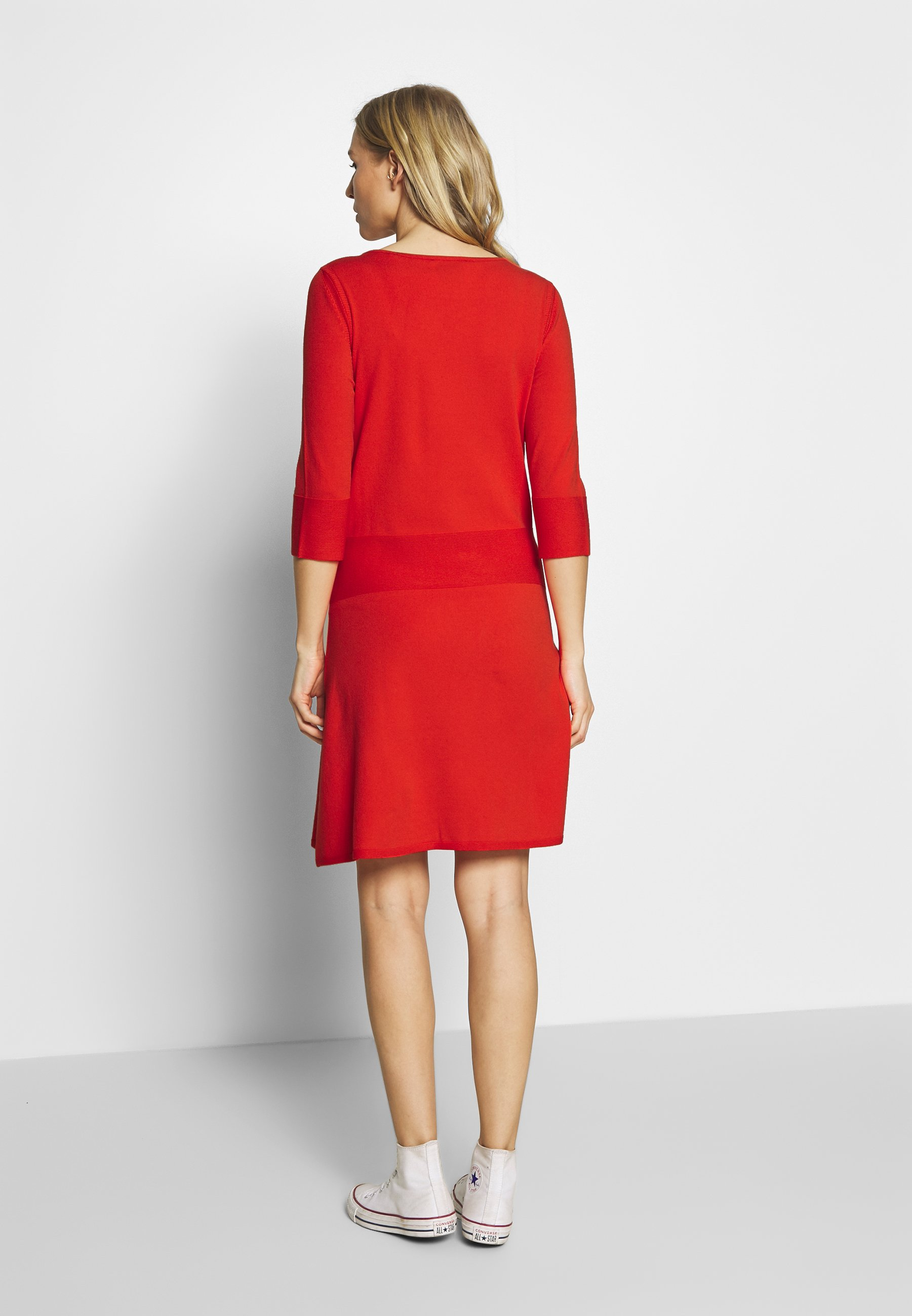 Marc O'Polo PURE TAILORED DRESS CREWNECK HALF MILANO - Stickad klänning - flashy coral