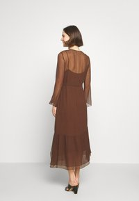 Marc O'Polo PURE - MIJA DRESS LONG AND WIDE SLEEVES ROUND NECK WITH SLIT - Robe d'été - dark chocolate - 2