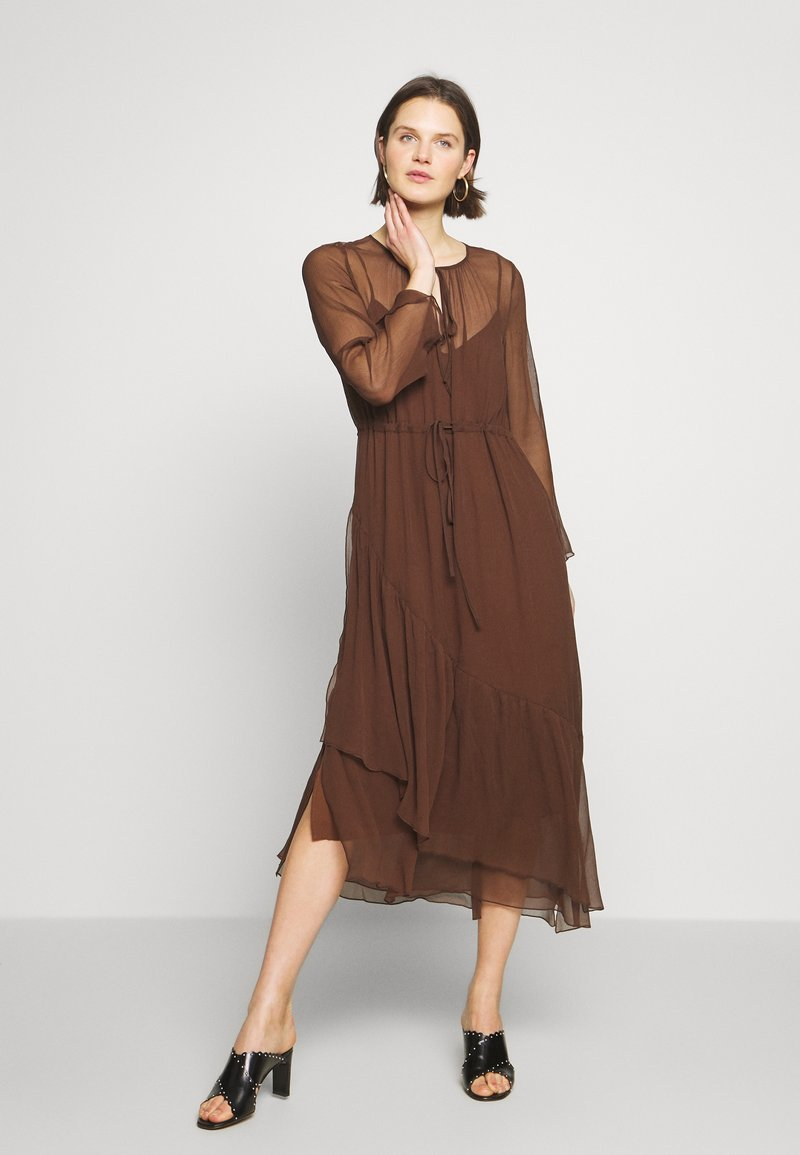 Marc O'Polo PURE - MIJA DRESS LONG AND WIDE SLEEVES ROUND NECK WITH SLIT - Robe d'été - dark chocolate
