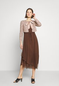Marc O'Polo PURE - MIJA DRESS LONG AND WIDE SLEEVES ROUND NECK WITH SLIT - Robe d'été - dark chocolate - 1