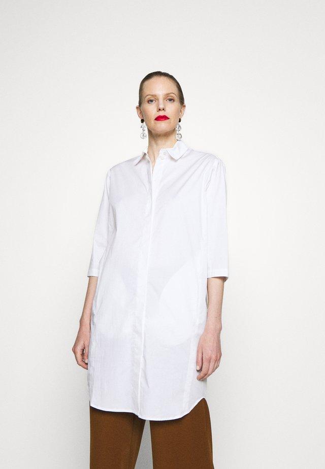 DRESS POCKET AT LOWER BACKSIDE INSEAM POCKETS AT FRONT - Paitamekko - white