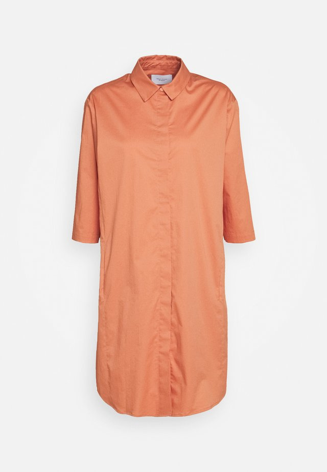 DRESS POCKET AT LOWER BACKSIDE INSEAM POCKETS AT FRONT - Robe chemise - smooth rosewood