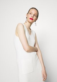 Marc O'Polo PURE - DRESS POCKET AT FRONT SLITS AT SIDESEAM - Abito in maglia - natural white - 3
