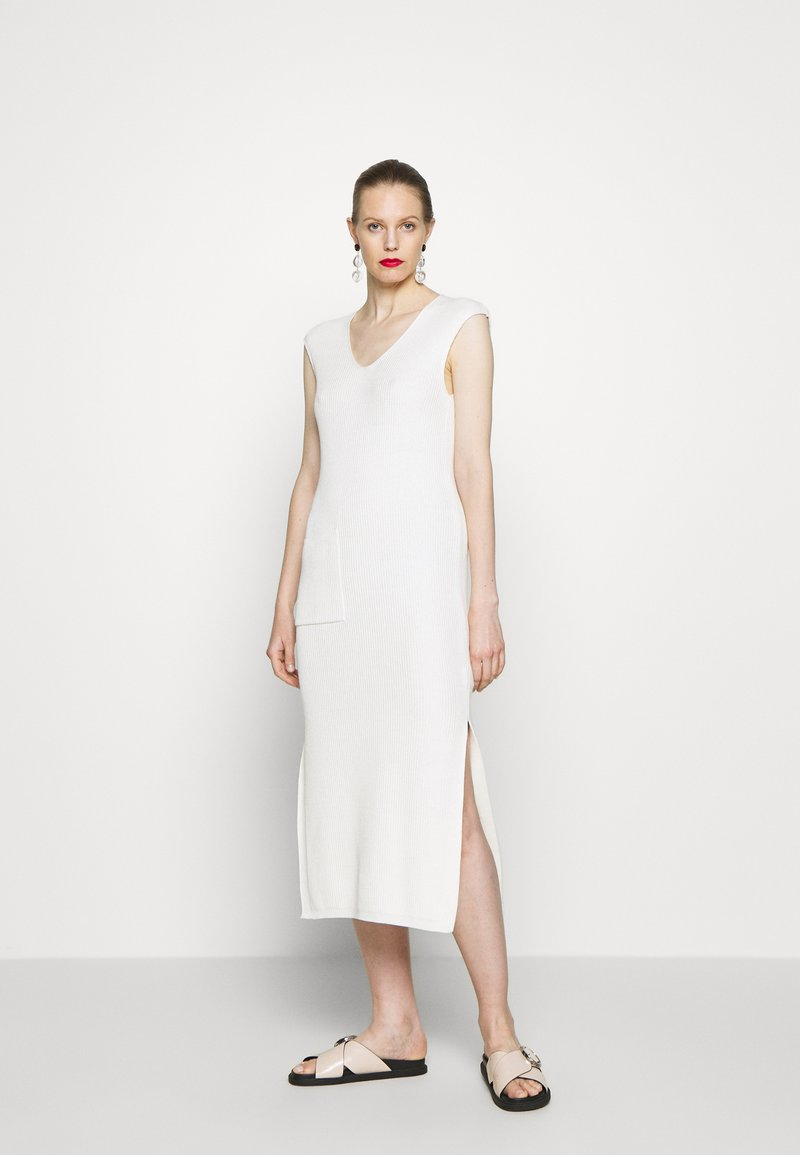 Marc O'Polo PURE - DRESS POCKET AT FRONT SLITS AT SIDESEAM - Abito in maglia - natural white