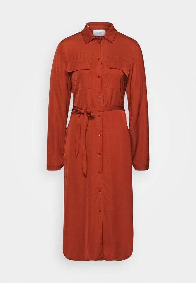 CARGO SHIRTDRESS LONG SLEEVES COLLAR PATCH POCKETS SLITS IN  - Sukienka koszulowa - bricklane