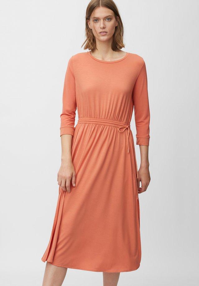 Sukienka z dżerseju - smooth rosewood