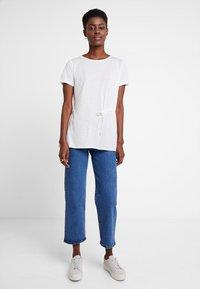Marc O'Polo PURE - SHORT SLEEVE LONG BODY - T-shirt print - clear white - 1