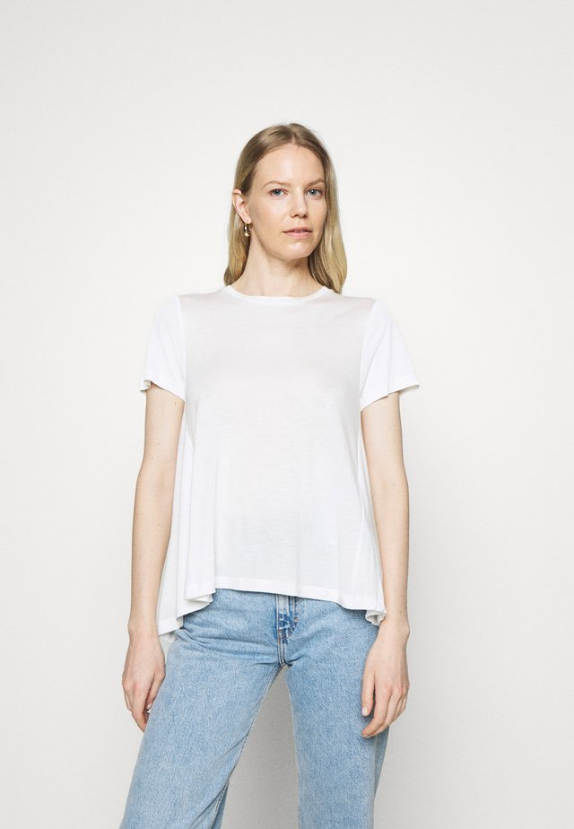 CREW NECK SHEER SHORT SLEEVE SLIT AT BACK WITH SHEER  - T-shirts basic - clear white
