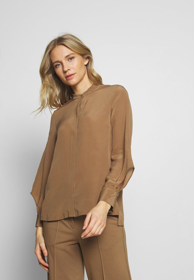 DELICATE SLIT BLOUSE SLIGHTLY RELAXED FIT VOLUMINOUS - Camisa - warm pecan