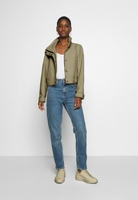 Marc O'Polo PURE - SHORT BIKER JACKET BOXY SHAPE - Veste légère - desert tan - 1
