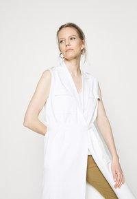 Marc O'Polo PURE - HEAVY SLEEVELESS - Smanicato - natural white - 4