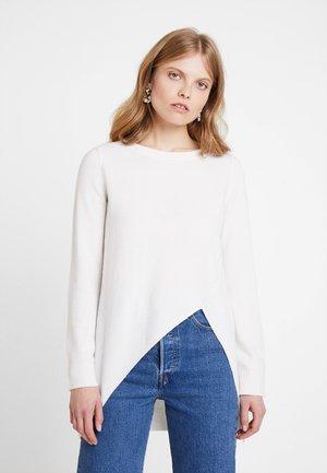 LONG SLEEVE ASYMETRIC - Stickad tröja - natural white
