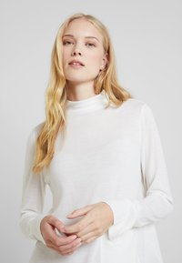 Marc O'Polo PURE - LONG SLEEVE DRAPY NECK - Pullover - natural white - 3