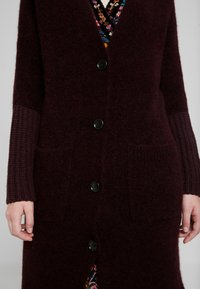 Marc O'Polo PURE - CARDIGAN STRAIGHT FIT OVER KNEE - Neuletakki - deep plum - 6