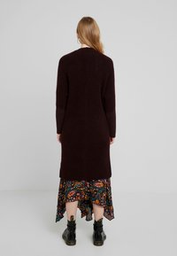 Marc O'Polo PURE - CARDIGAN STRAIGHT FIT OVER KNEE - Neuletakki - deep plum - 2