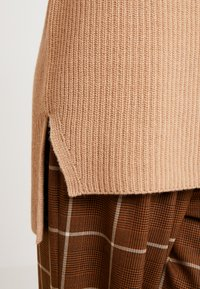 Marc O'Polo PURE - INDOOR  SLEEVELESS - Topper - pure camel - 3