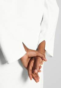 Marc O'Polo PURE - LONG DRESS, ZIPPER DETAILS, HIGH SIDE SLITS - Jumper - natural white - 4