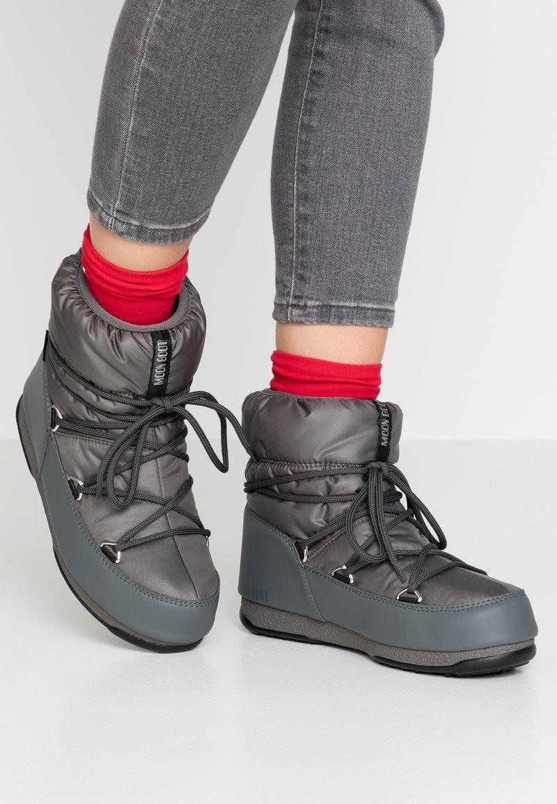 Moon Boot - LOW  WP - Vinterstøvler - castlerock