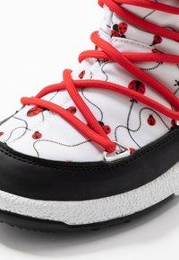 Moon Boot - GIRL LADYBUG WP - Nauhalliset saappaat - black/white/red - 2