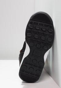 Moon Boot - BOY SPORT WP - Zimní obuv - black/castlerock - 5