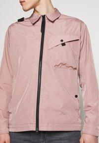 Ma.strum - Lehká bunda - pink - 5