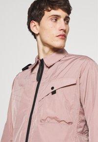 Ma.strum - Lehká bunda - pink - 3