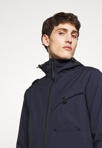 Ma.strum - HOODED JACKET - Vodotěsná bunda - true navy - 3