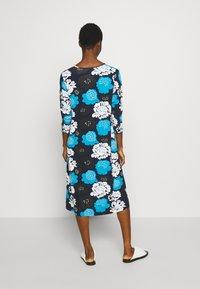 Marimekko - ILTAMA PIENI PIONI DRESS - Jerseyklänning - dark blue/black/vivid blue - 2