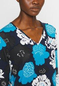 Marimekko - ILTAMA PIENI PIONI DRESS - Jerseyklänning - dark blue/black/vivid blue - 5