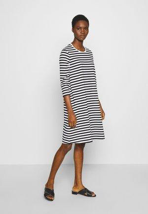 ARETTA DRESS - Jerseyklänning - white/black